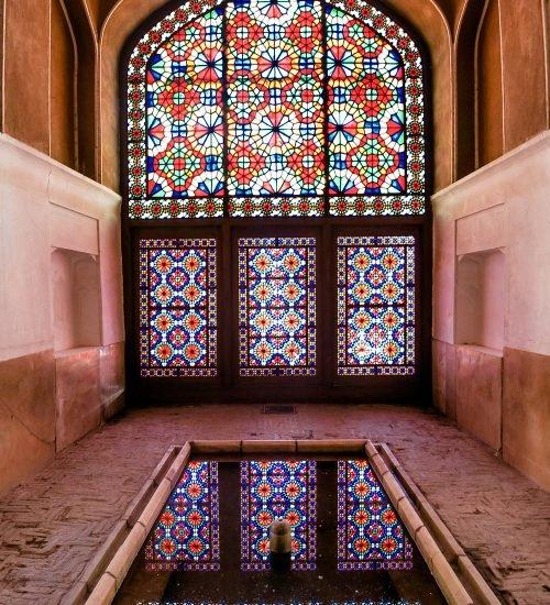 پنجره مشبک در باغ دولتآباد